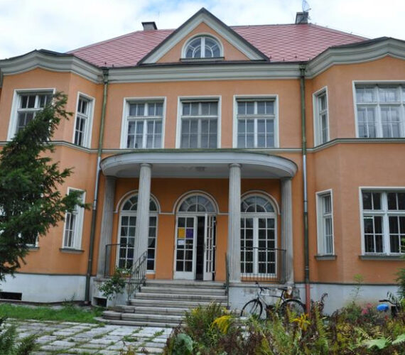 https://www.logopedie-krnov.cz/wp-content/uploads/2020/05/vila-570x500.jpg
